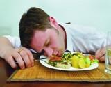 لماذا تشعر بالنعاس بعد الأكل مباشرة؟