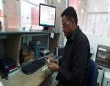 الحوثيون يوقفون عمل 6 شركات كبيرة لتحويل الأموال