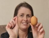 """بالصور .. عروس تعثر على """"ماسة"""" داخل بيضة مسلوقة"""