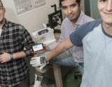 قفازات ذكية لمراقبة أعراض مرض الشلل الرعاش
