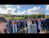 فيديو : جنازة تتحول إلى موجة ضحك بسبب رسالة من الميت