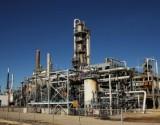 النفط يهبط متأثرا بضغوط المخزونات الأميركية