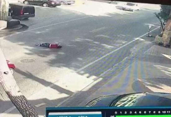 بالفيديو: صدم فتى سوري على طريق عام مجدليون شرق صيدا