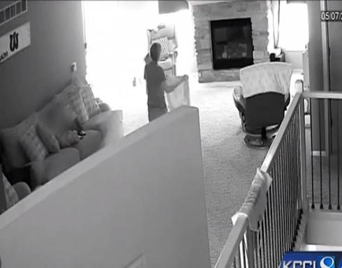 فيديو| شكّ بسلوك مربية طفليه فوضع كاميرا خفية .. وما اكتشفه جريمة حقيقية!