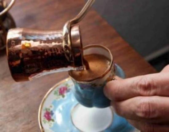 بعد قراءة هذا الخبر.. ستتوقفون فورا عن تحضير القهوة في ركوة نحاسية