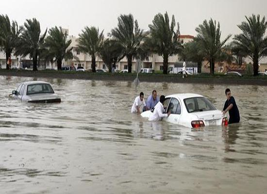 السعودية:  مصرع يمنيين بصاعقة نتيجة للأمطار الغزيرة في مكة