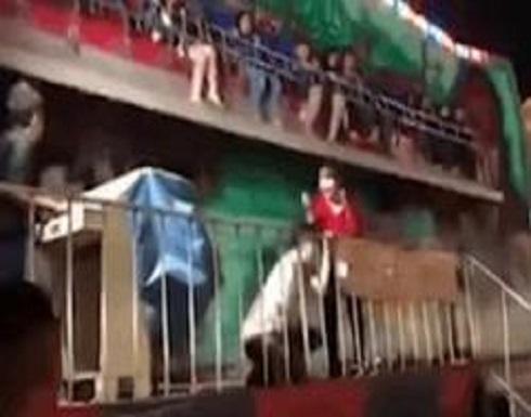 تايلاند : فيديو مرعب.. شاهدوا لحظة سقوط الأطفال من لعبة خطيرة في مدينة الملاهي!