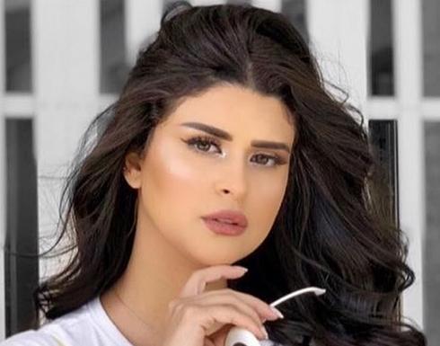 فستان شفاف ونظارة.. سلمى رشيد تبرز جمالها في آخر ظهور لها