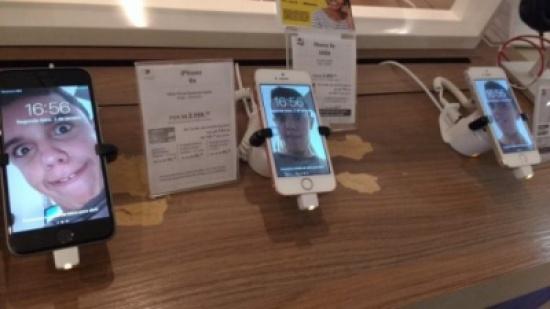 شاهد: طفل يستبدل خلفيات جميع الهواتف بمتجر في البرازيل ويضع صوره السيلفي الطريفة