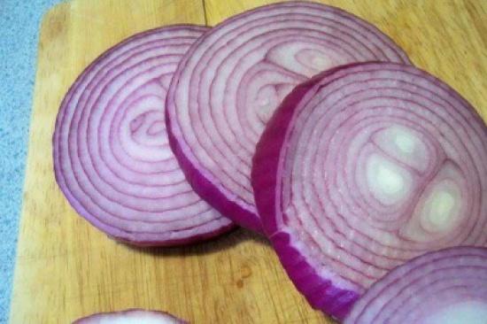 الأطباء أكدوا هذا : البصل الأحمر يفعل المعجزات للغدة الدرقية ( وصفة )