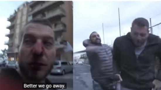 فيديو صادم... شقيق زعيم مافيا ينهال بالضرب على مراسل مباشرة على الهواء