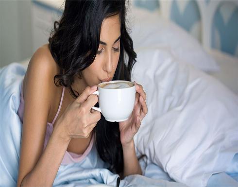 هل يلحق شرب القهوة الأذى بجمال بشرتك