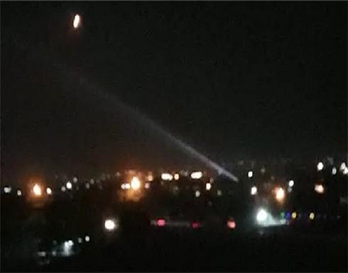 الدفاعات الجوية السورية تتصدى لعدوان إسرائيلي في سماء دمشق .. بالفيديو