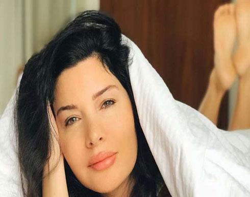 لاميتا فرنجيه تصدم الجمهور بإطلالة عارية في دبي (صورة)