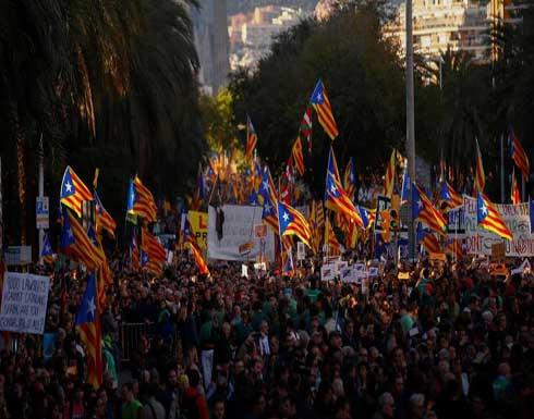 مظاهرة حاشدة في برشلونة تطالب بإطلاق معتقلين