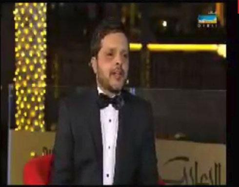 بالفيديو - محمد هنيدي يتعرض لموقف محرج على الهواء في دبي.. وهذا ما حصل على السجادة الحمراء!