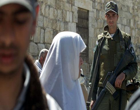بالفيديو : الشرطة الإسرائيلية تقتحم المسجد الأقصى