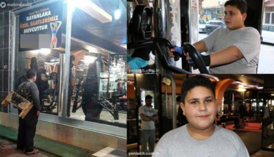 بالصور: طفل سوري لاجئ يحصل على عضوية مدى الحياة في نادٍ رياضي بسبب صورة