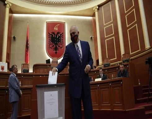 برلمان ألبانيا يصادق على طلب عزل رئيس البلاد
