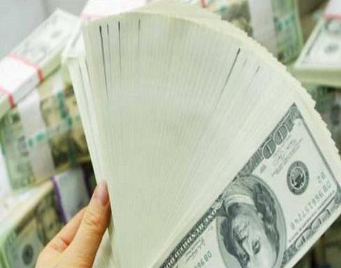 """""""أكبر حرب تجارية بالتاريخ"""" تضرب الدولار"""