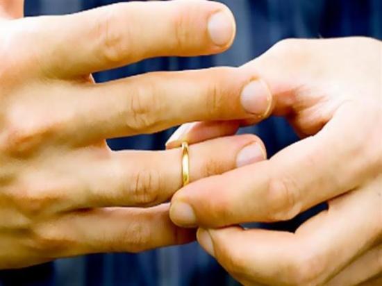 """""""أنا أحلى منك"""".. رحاب عايرها زوجها بجماله فطلبت الخلع منه"""