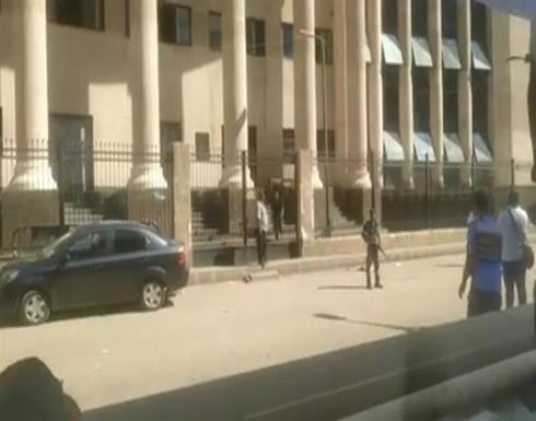 بالفيديو.. إخلاء مبنى محكمة شمال الجيزة بعد الاشتباه بالعثور على قنبلة