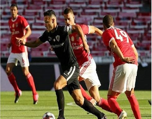 لاعب برتغالي يظهر متجردًا من ملابسه بعد إلغاء المباراة
