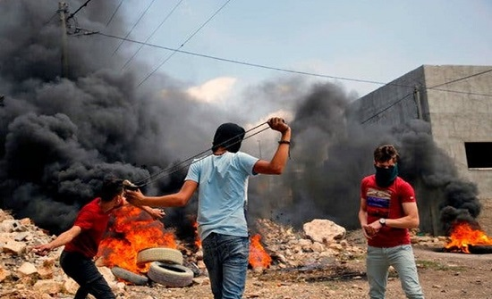 اعتقالات بالضفة والاحتلال يهدم منازل ومنشآت بأم الفحم