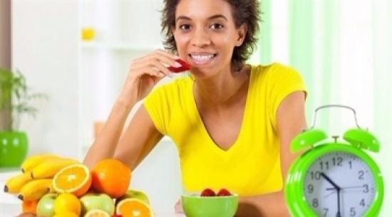 تريد خسارة الوزن.. توقف عن تناول الطعام بعد 2 ظهراً