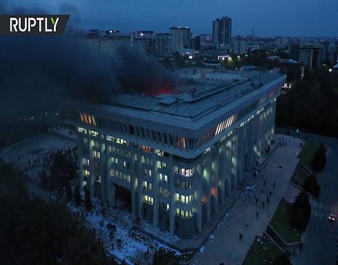 شاهد : إحراق مبنى البيت الأبيض أثناء الاحتجاجات وقتيل واحد على الأقل في قرغيزيا