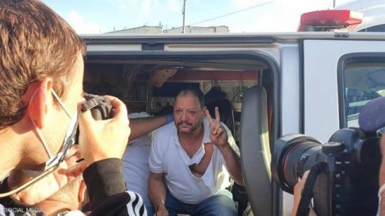 """شاهد : الشرطة الإسرائيلية """"تضرب"""" نائبا في الكنيست"""