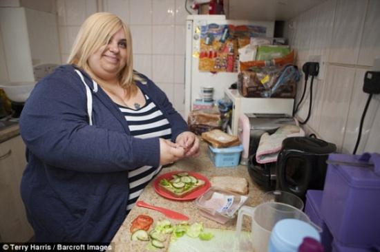 بالصور.. عارضة أزياء وزنها 178 كيلو ترفض الخضوع لجلسات تخسيس