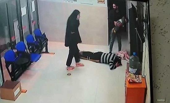 فيديو يحبس الأنفاس لإنقاذ طفلة فلسطينية مختنقة.. ووالدها يقبّل أقدام الطبيب