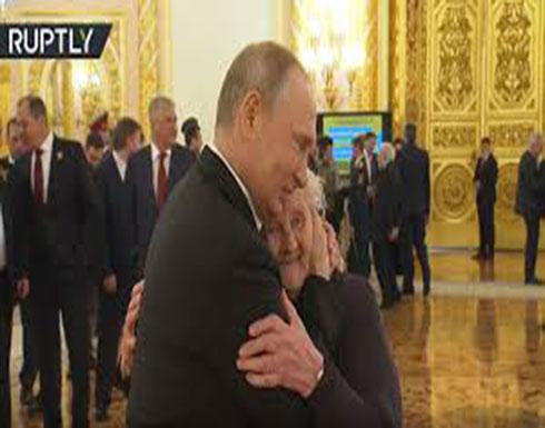 شاهد : بوتين يلتقي معلمته بعد سنوات