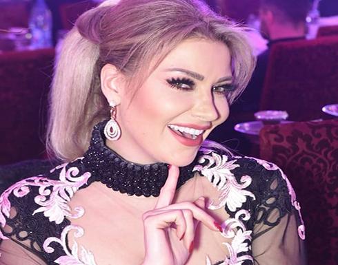 (صورة) : ملكة جمال لبنان السابقة تحتفل بعيدها داخل المسبح بالمايوه!