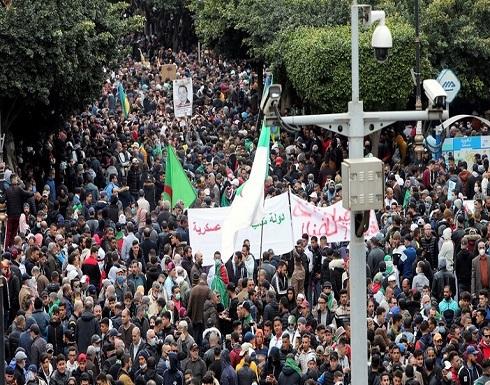 شاهد : آلاف المتظاهرين يحتشدون في شوارع العاصمة الجزائرية