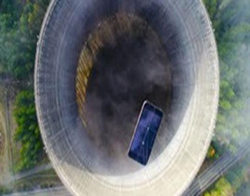 نجم يوتيوب شهير يرمي «آيفون» في محطة نووية مهجورة (فيديو)