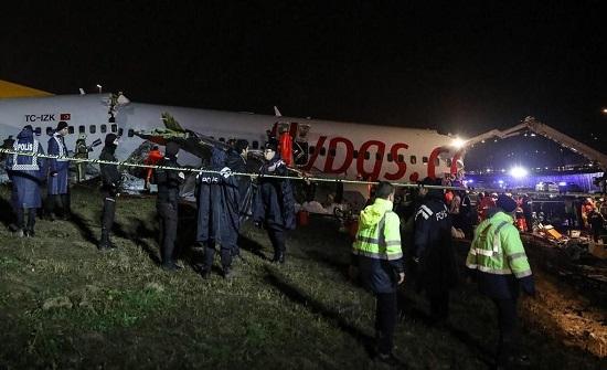 مصدر : لا أردنيين على متن طائرة انشطرت في إسطنبول