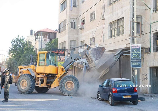 شاهد : عمليات هدم إسرائيلية واسعة عند مخيم قلنديا في القدس