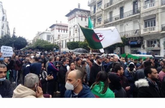 توقيف 5 أشخاص بتهمة التحضير لهجمات ضدّ الحراك بالجزائر