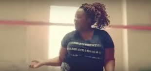 فيديو: حملة تسخر من عدم قدرة المرأة البدينة على ممارسة اليوجا