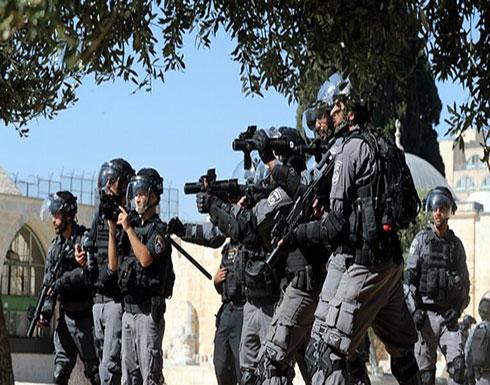 بالفيديو : الشرطة الإسرائيلية تعتقل مدير التربية والتعليم في القدس