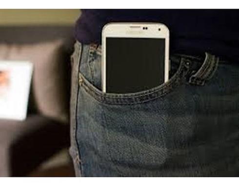 حمل الهاتف في الجيب يؤثر على الجهاز التناسلي