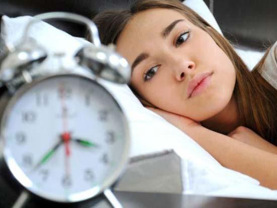 """قلة النوم تجعلك عرضة لـ """"ارتفاع الكولسترول في الدم""""!"""