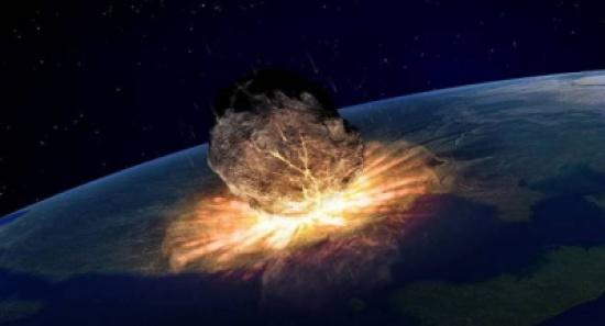 شاهد...توثيق لحظة اقتراب نيزك ضخم من الأرض