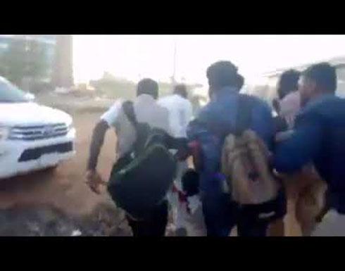 """شاهد : الجيش السوداني يعلن عن """"تمرد"""" لعناصر في المخابرات وإغلاق المجال الجوي للخرطوم"""