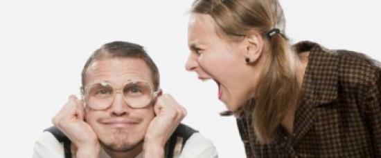 """لهذه الأسباب الـ 10 عليك البحث عن زوجة """"تنتقدك"""" و""""تجادلك"""" باستمرار"""