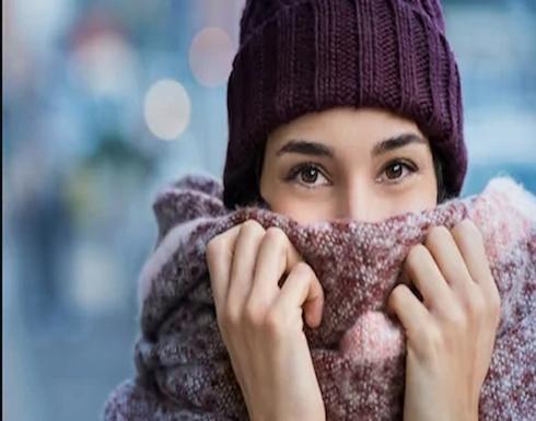 تزداد الحاجة للتبول في الطقس البارد بسبب انخفاض درجة الحرارة