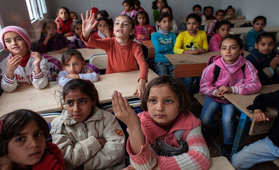 """"""" يونيسف """" تضطر لتقليص البرامج الدراسية للسوريين في الأردن"""
