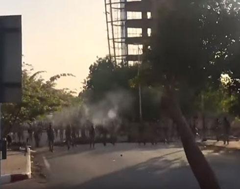 """بالفيديو : إطلاق نار على معتصمي الخرطوم واتهامات لـ""""الدعم السريع"""""""